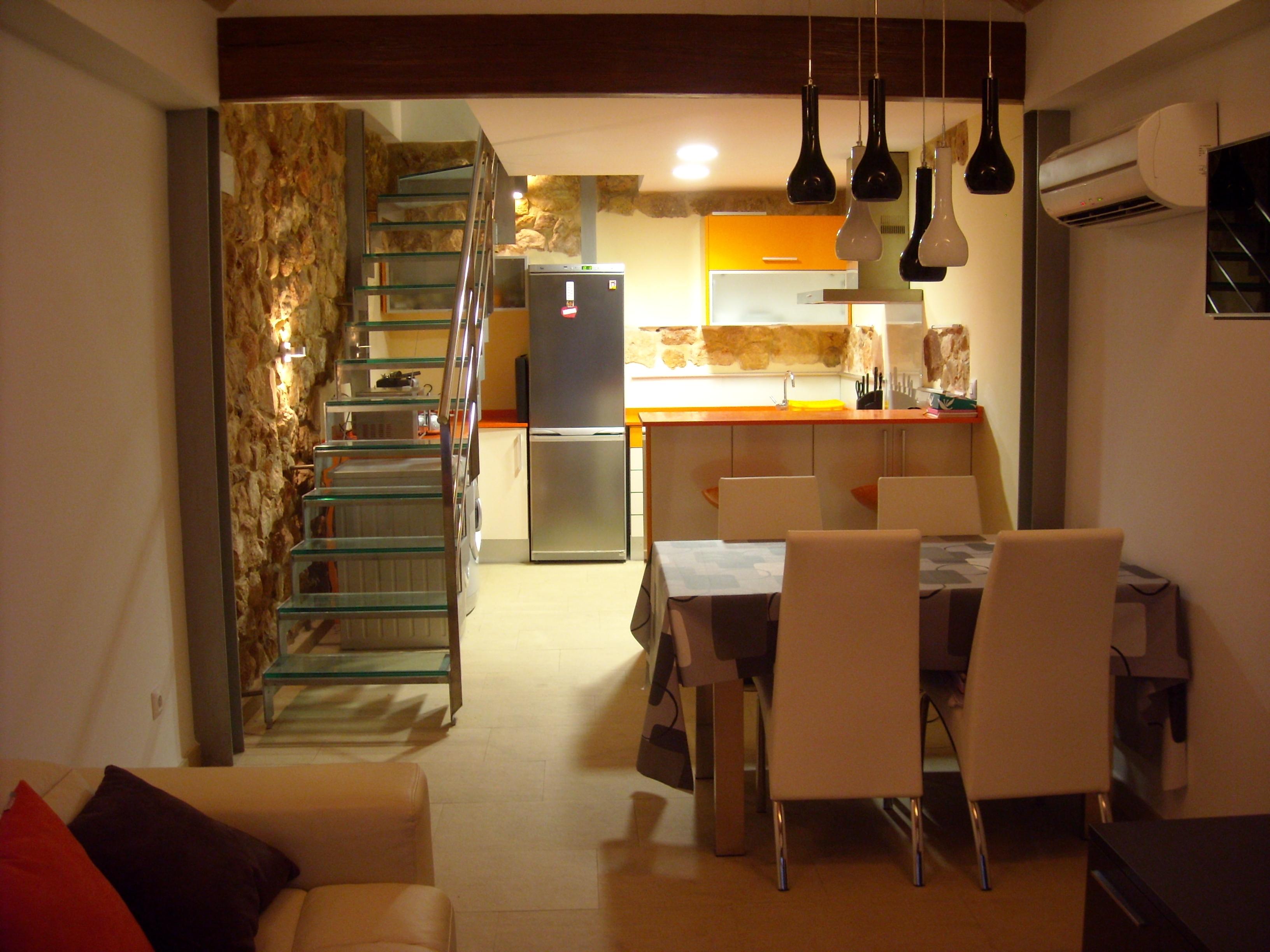 Planta baja cocina comedor y escalera for Imagenes de cocina comedor